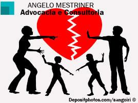 Homem e mulher praticando alienação parental contra o filho