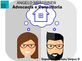 Homem e mulher pensando sobre divisão de uma casa.