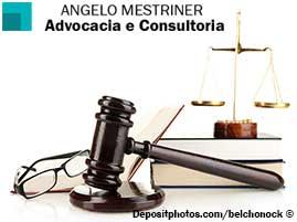 Uma imagem contem um livro de direito, uma balança de justiça em cima do livro e um martelo de justiça ao lado.